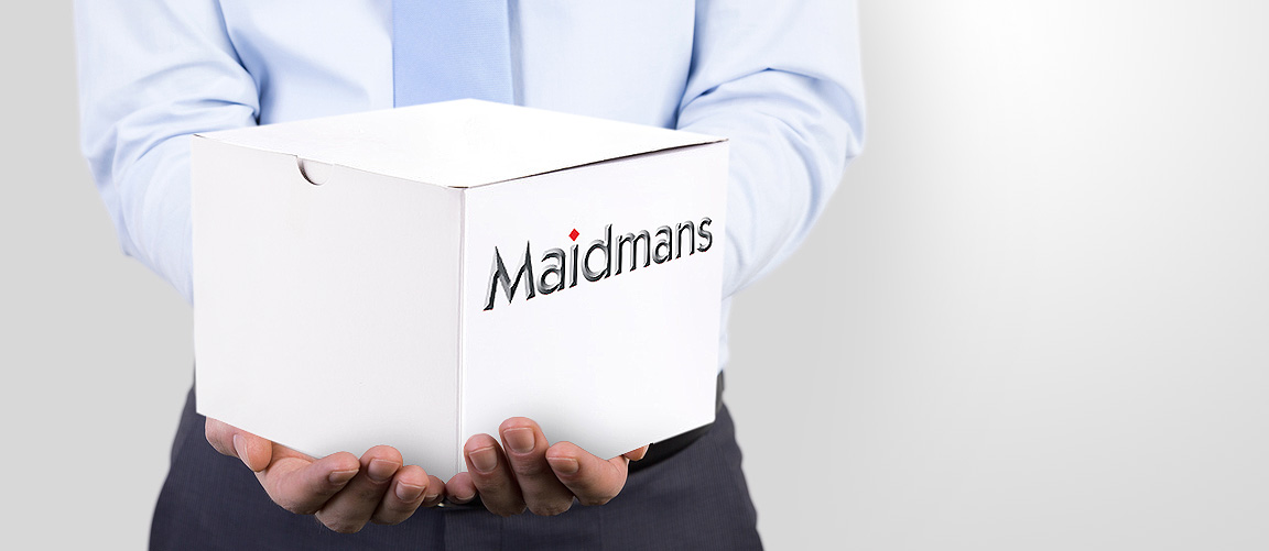 Maidmans Box in Mans Hand